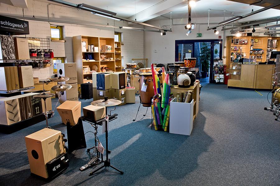 Cajons, Regemnacher und andere Percussion-Instrumente