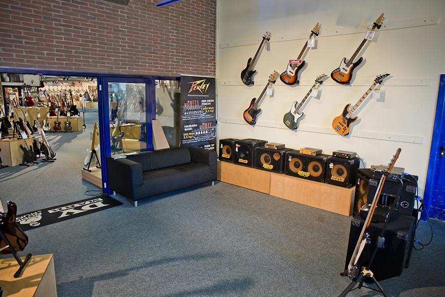 Eingangsbereich der Bass-Abteilung