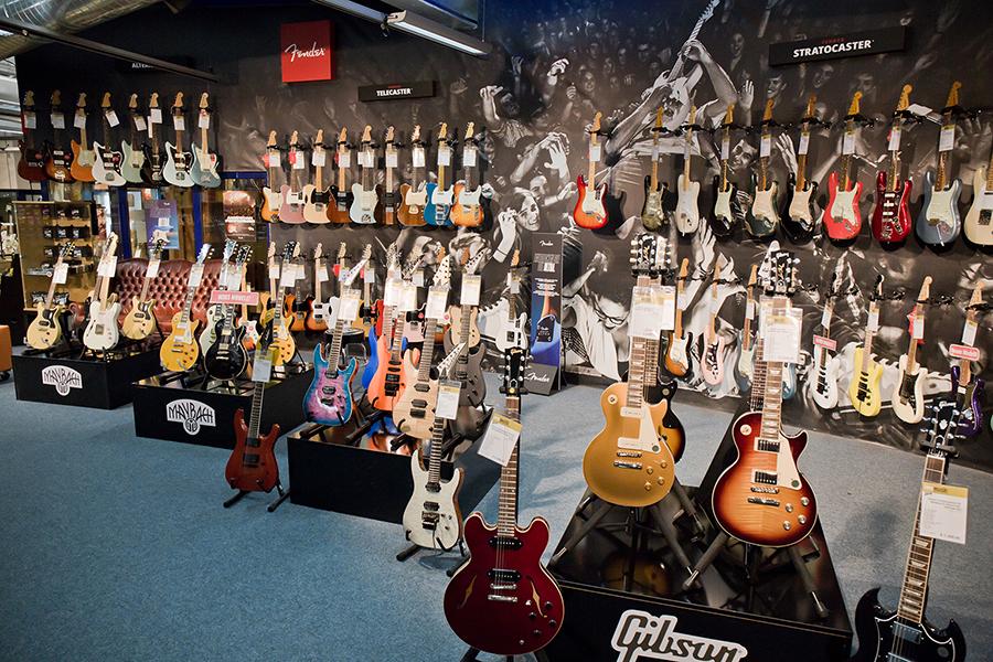 Ausstellung: Gitarren und Bässe